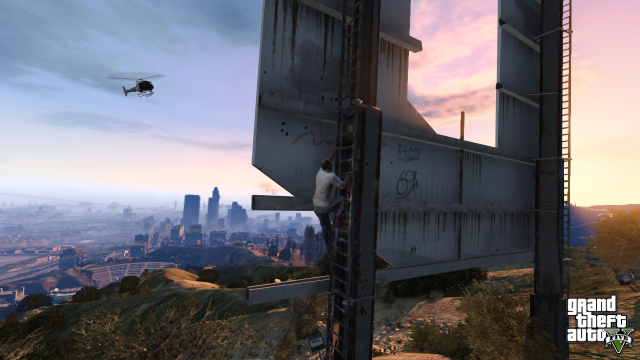 LSPD chopper comes for Trevor on the Vinewood sign