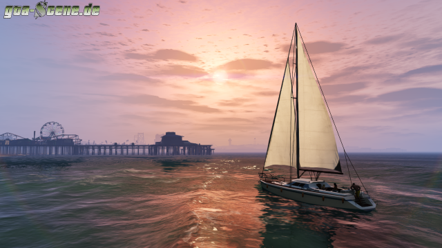 Sailing towards Del Perro Pier